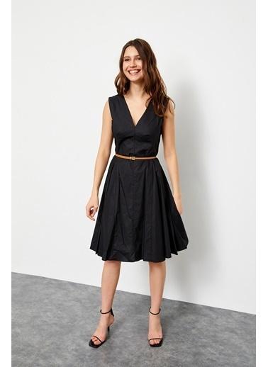Setre Lila V Yaka Kemerli Kolsuz Volanlı Elbise Siyah